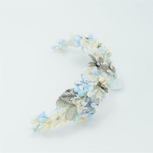 Tocado de Novia Color cielo con flores Plata