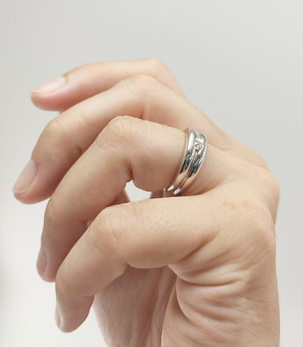 Anillo Oro Blanco ancho y diamante