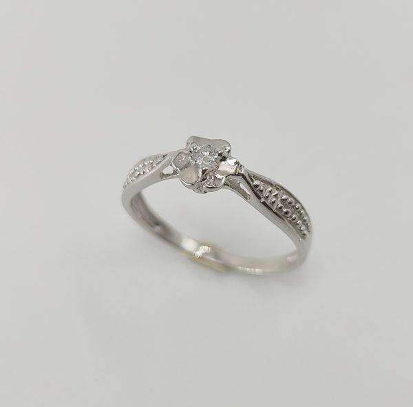 Anillo Oro Blanco Flor y diamante