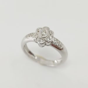 Anillo Oro Blanco Flor y diamante