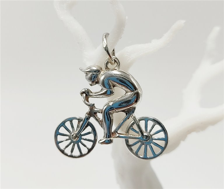 Colgante Bicicleta Plata Ruedas Móviles